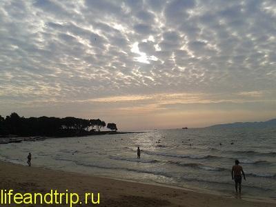 пляж у отеля Cosy beach
